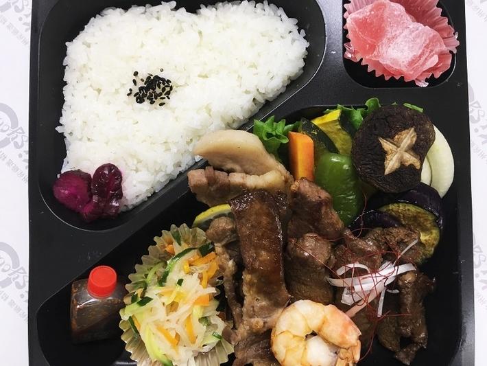 懐石焼肉弁当(上)2150円のサムネイル