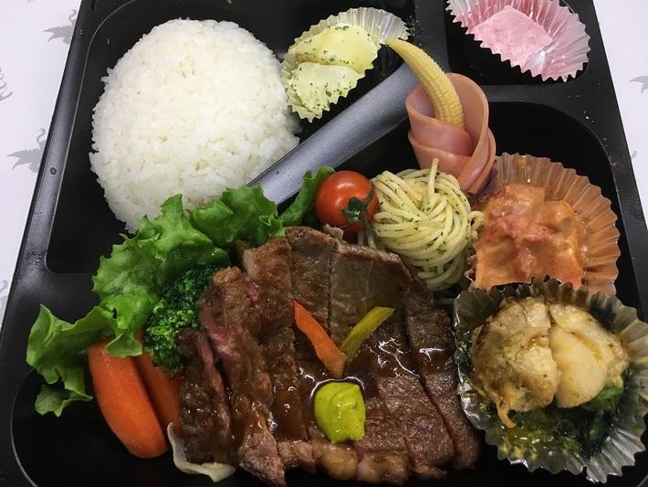 懐石ロースステーキ弁当 2250円のサムネイル