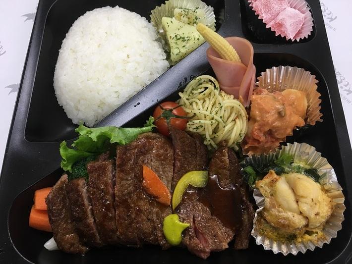 懐石ロースステーキ弁当 2450円のサムネイル